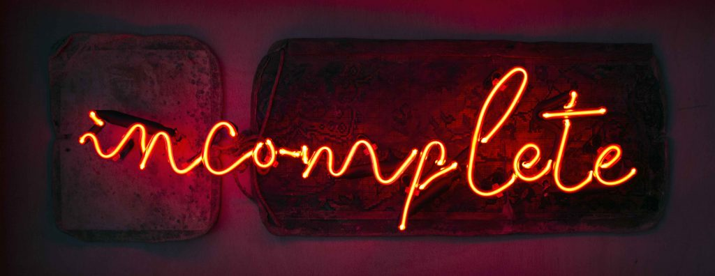 İncomplete, 2018, Sample Pattern, Neon, 40x85x15 cm